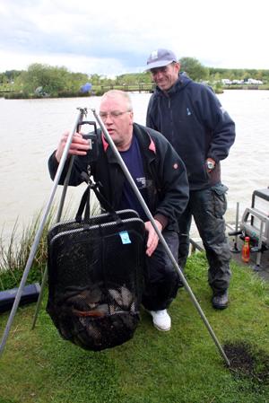 Geoff Hurt calls the winner's weight